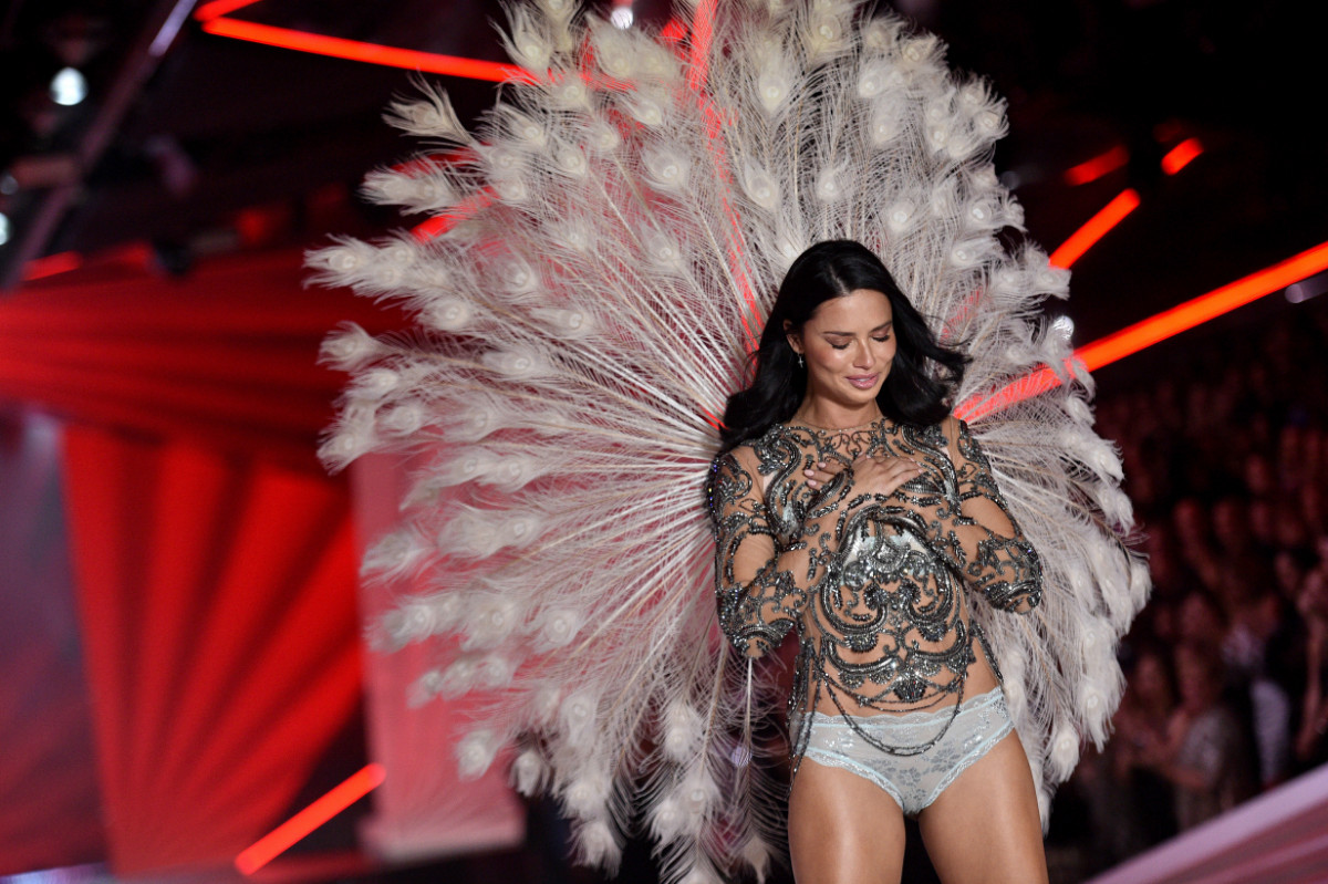 H Lima αποχαιρέτησε το catwalk της Victoria's Secret - Photo: Zuma Press